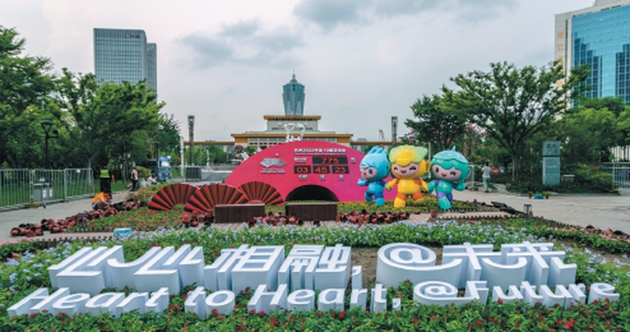 The countdown clock and mascots at Wulin Square in downtown Hangzhou on July 27. © Xiao Da/China Daily