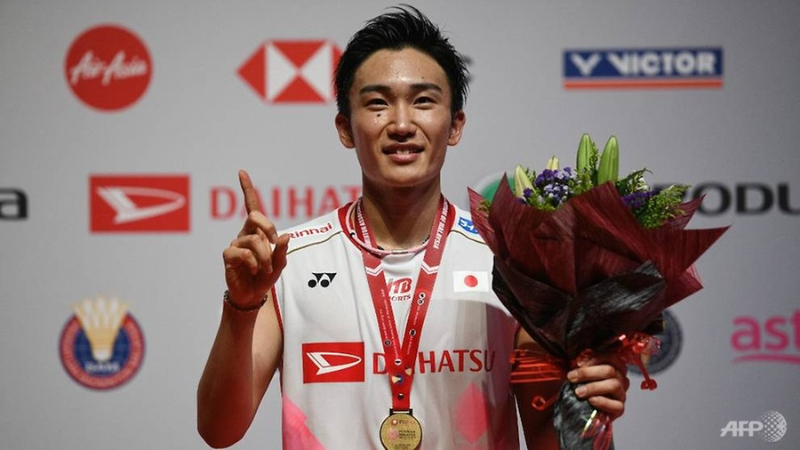Japan's Kento Momota poses with his medal after winning the Malaysia Open badminton tournament in Kuala Lumpur on Sunday. © AFP/Mohd Rasfan