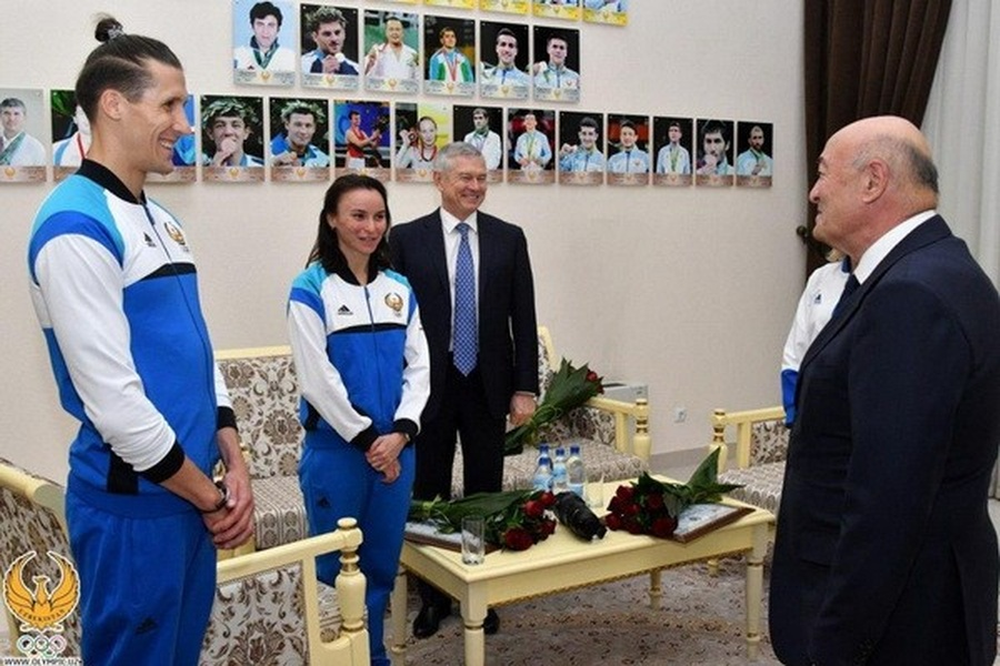 Presidential Advisor Abdujabbor Abdhukokhidov wishes good luck to the athletes at a recent meeting. © UzDaily.com