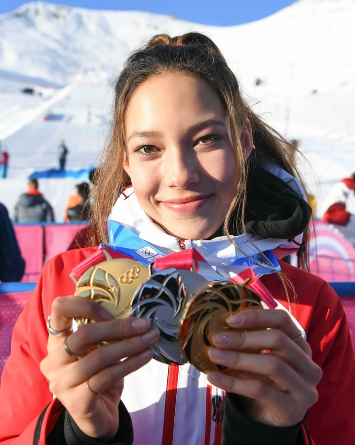 Eileen Gu Ailing of China poses with her medals after the women's freeski big air final at the 3rd Winter YOG in Switzerland on January 22, 2020. © Xinhua/Lu Yang